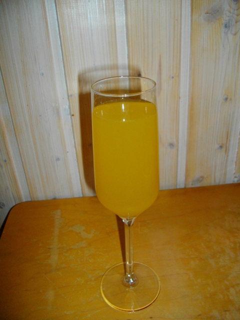 Reseptikuva: Bellini (aperitiivijuoma/brunssidrinkki) 1