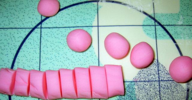 Täytekakku pakastevadelmilla täytetty