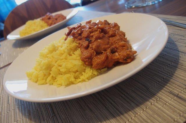 Intialaista kanaa kermaisessa tomaattikastikkeessa 1