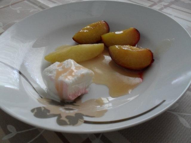 Karamellisoidut hedelmät