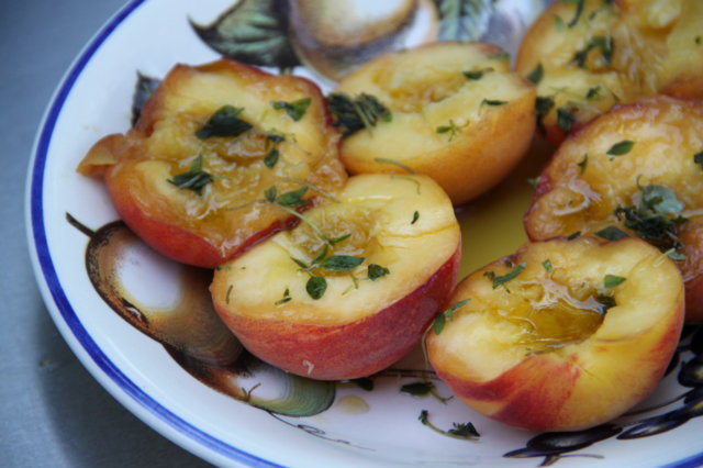 Grillatut persikat