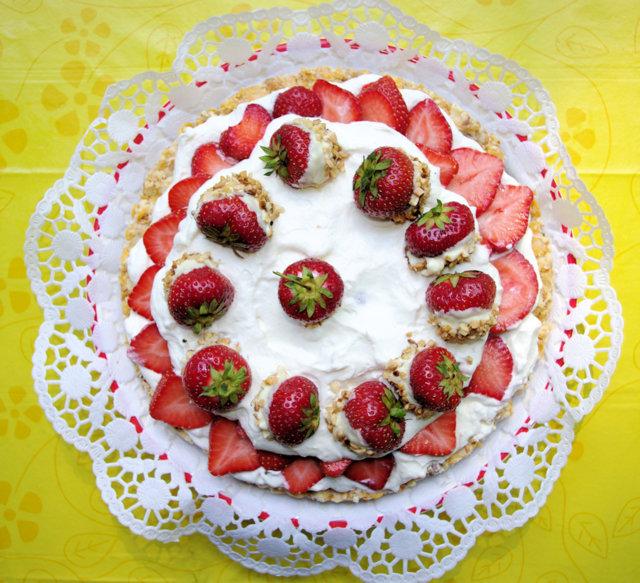 Mansikka Valkoinen Suklaa Kakkua (lasten helppo, GL, ilman uunia) 2