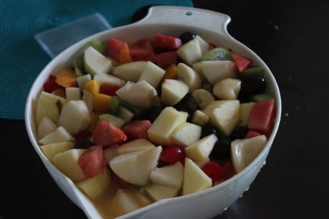 Monipuolinen hedelmäsalaatti
