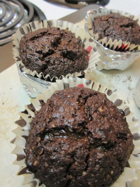 Reseptikuva: Tummasuklaa-kookos-muffinit (tai pieni kakku) 3