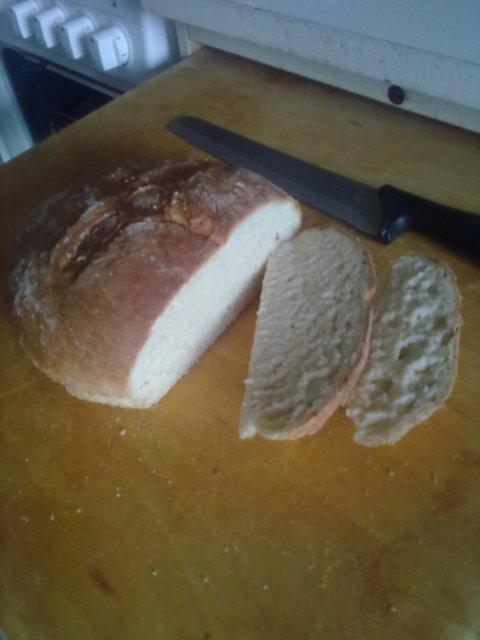Vaalea leipä (rasvaton ja todella helppo)