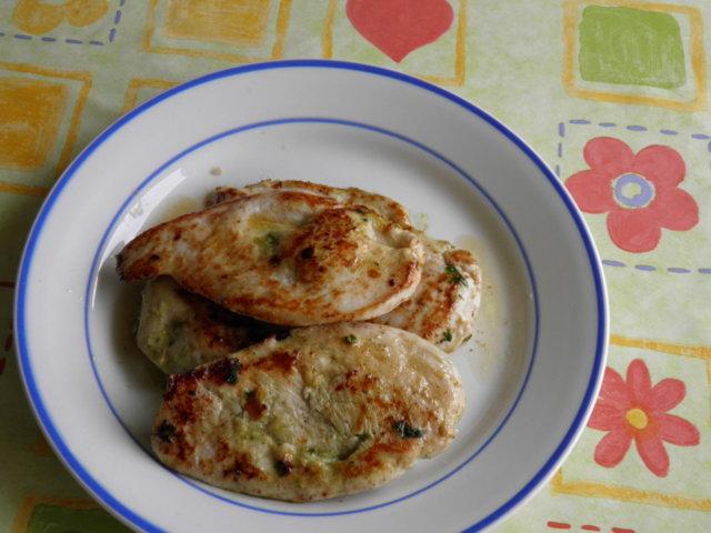 Valkosipuli-basilika kana