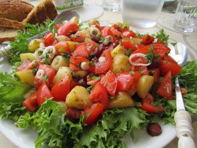 Espanjalainen makkara-perunasalaatti 1