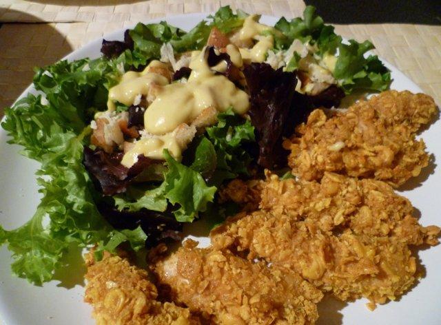 Caesarsalaatti ja crispy chicken fingers