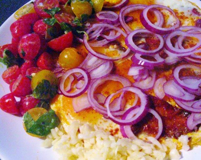 Pekonimunakas ja tomaattilisuke