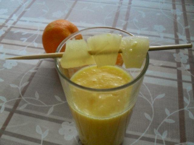Persikka-ananaspirtelö 1