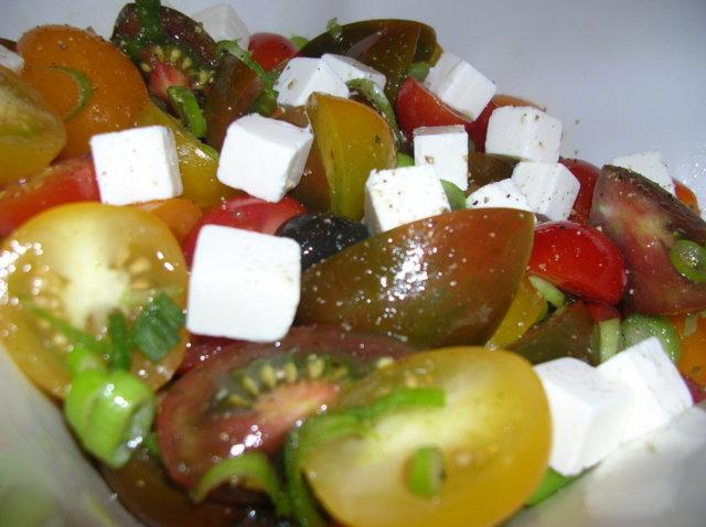 Turhapuron tomaattisalaatti