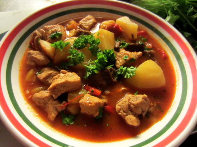 Unkarilainen keitto 1
