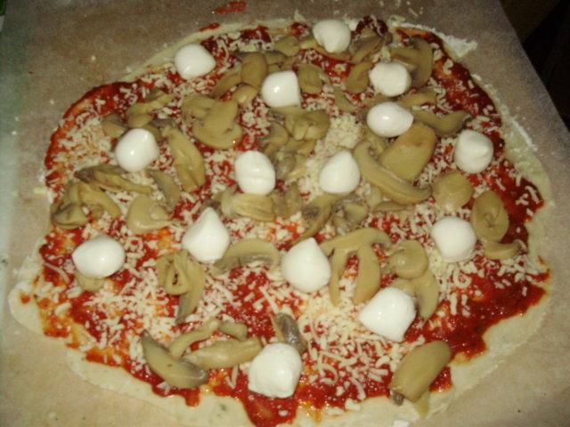 PekoniMozzarellaPizza