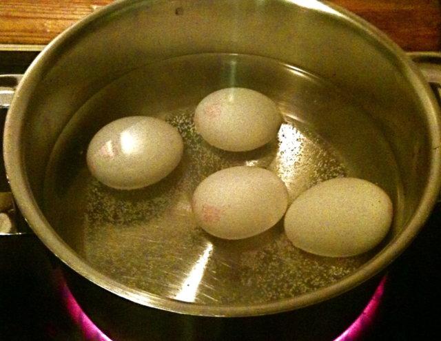 Kananmunien keittoniksi