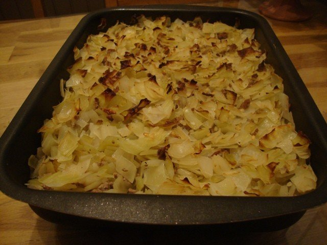 Kaalilaatikko ( annos 308 kcal/ koko laatikko 1230 kcal)