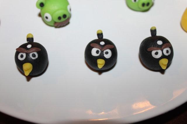 Angry Bird marsipaani hahmot