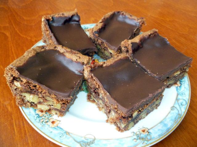 Pähkinäiset suklaaneliöt