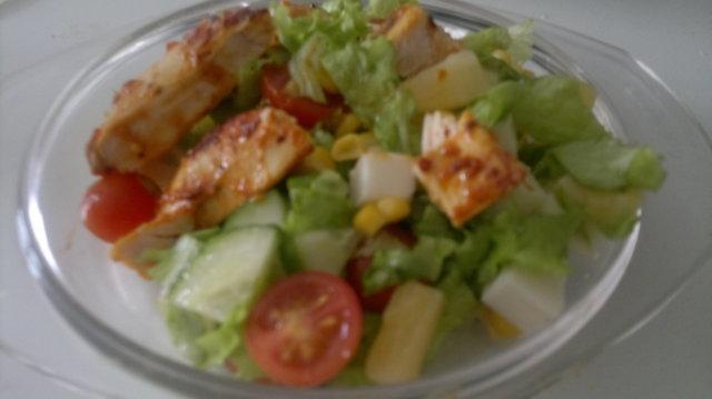 Reseptikuva: Broileri-halloumi salaatti 1