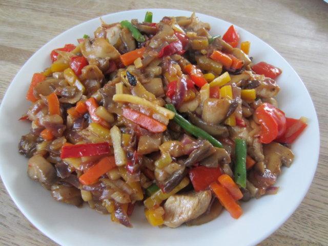 Reseptikuva: Lämmin kanasalaatti itämaiseen tapaan 1