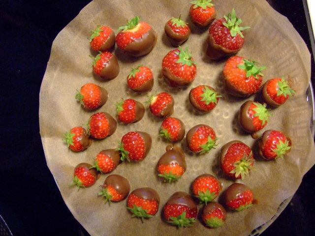 Suklaakuorrutetut mansikat