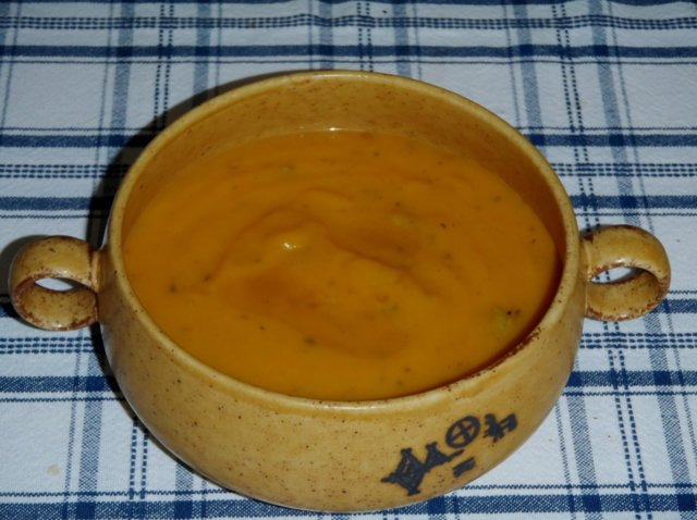 Samettinen porkkana-aurakeitto