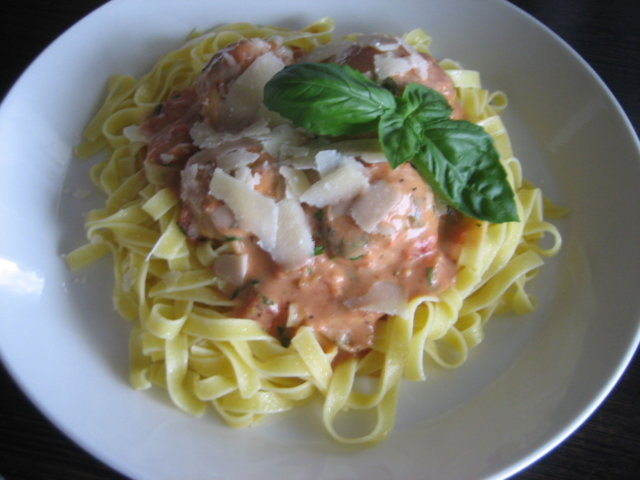 Broileripullat tomaattikastikkeessa 1