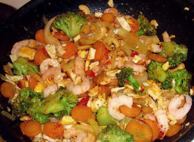 Katkarapuja ja kananmunaa thai tyyliin 1
