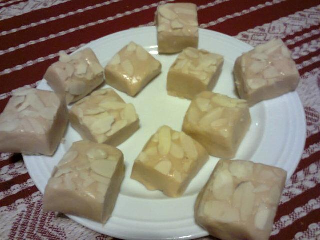 Marsipaani Manteli Vaahtokarkea Kermatoffee - Fudge 1