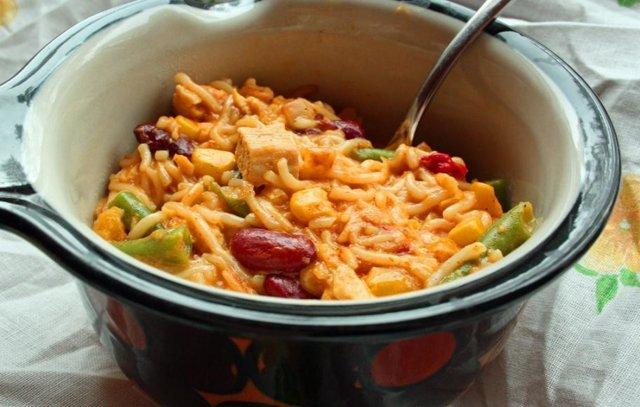 Meksikolaisvivahteinen broileri-nuudeli wokki 1