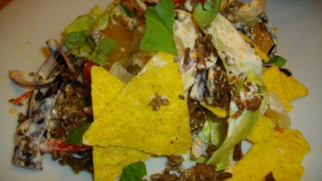 Muchas Nachos Saladas -lihaisampi nachosalaatti 1