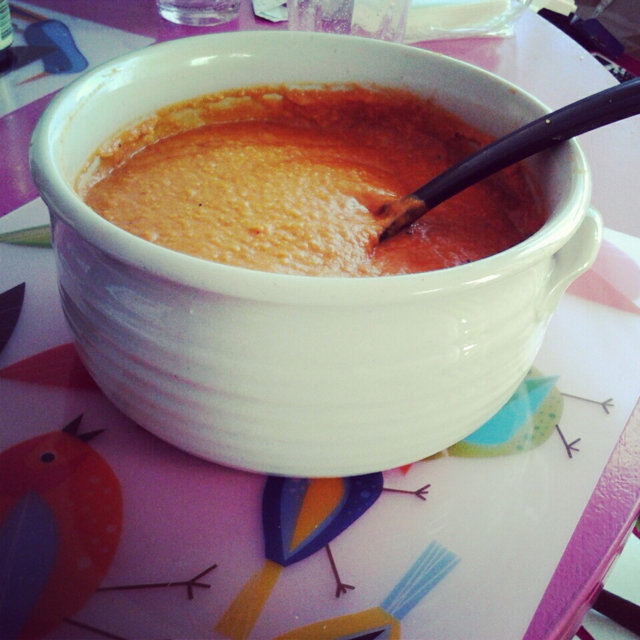 Opiskelijan porkkana-tomaatti-linssi (sose)keitto