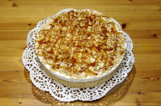 Banaani Fudge Manteli Kakku