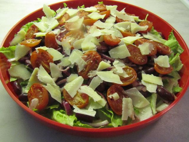 Italialainen papu-tomaattisalaatti - Kotikokki.net - reseptit