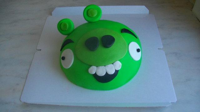 Vihreä Possu -Angry Birds Kakku 1
