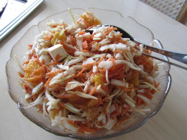 Aurinkoinen salaatti 1