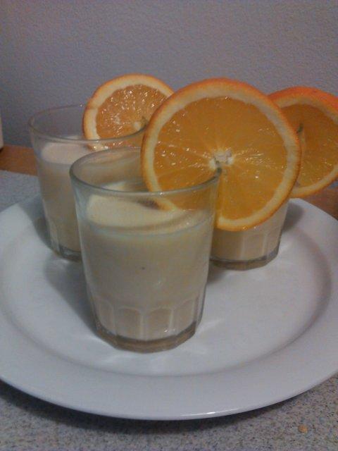 Appelsiini-Banaani smoothie 1