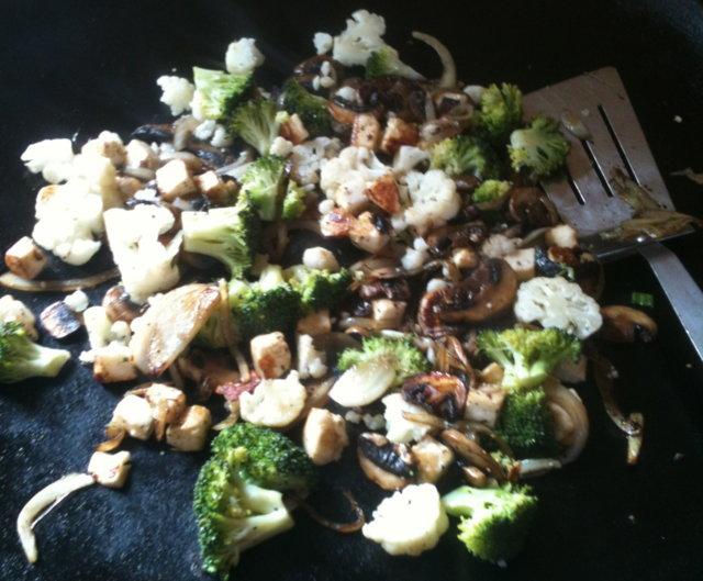 Reseptikuva: Haloumi-sieni-kukkakaali-parsakaalihöystö 1
