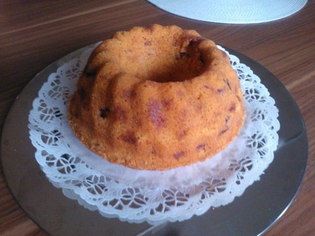Vadelma-valkosuklaakakku (kahvikakku)