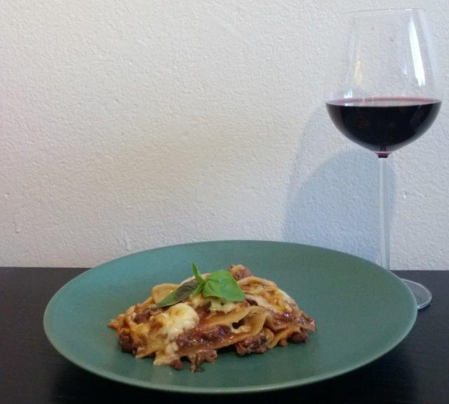 Hirvittävän hyvä lasagne 1