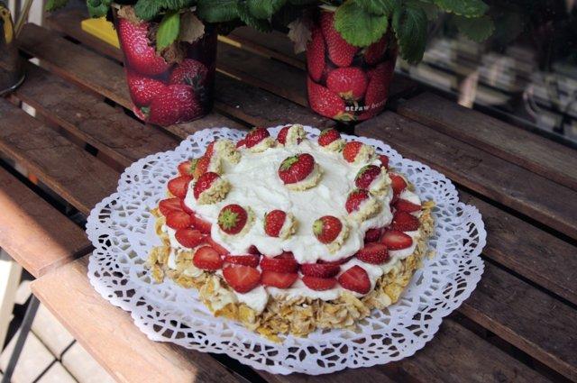 Mansikka Valkoinen Suklaa Kakkua (lasten helppo, GL, ilman uunia) 1