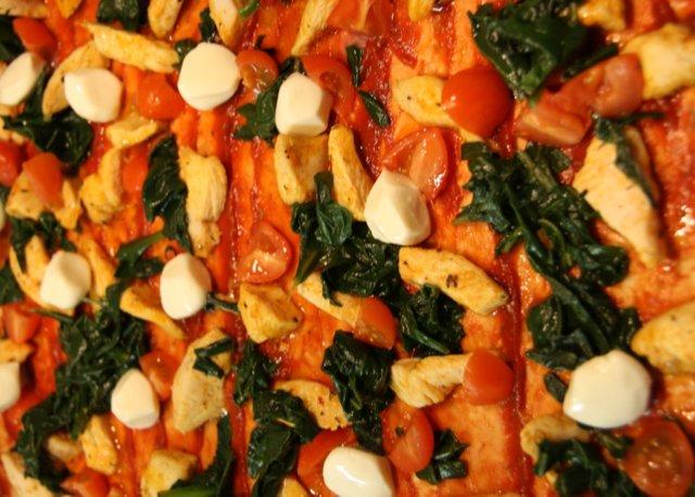 Mozzarella kana pinaatti pizza 2