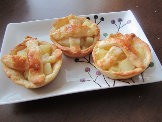 Reseptikuva: Juustoiset päärynäpiiraat 1
