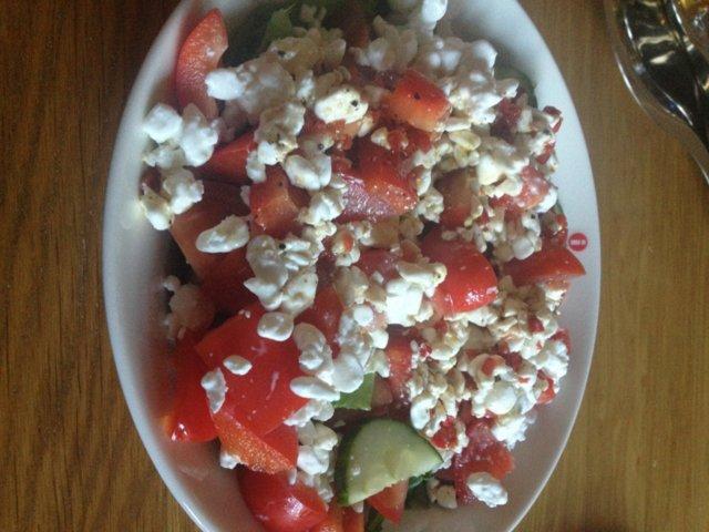 Raejuusto-salaatti 1