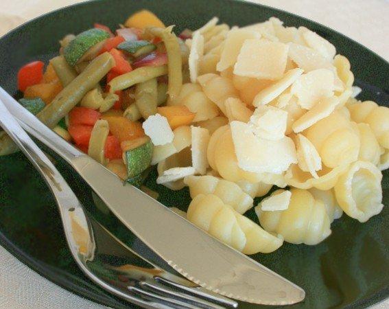 Reseptikuva: Gnocchi pastaa parmesaanilla ja papusalaatilla 1