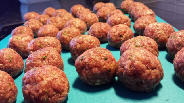 Chili-yrttiset lihapullat