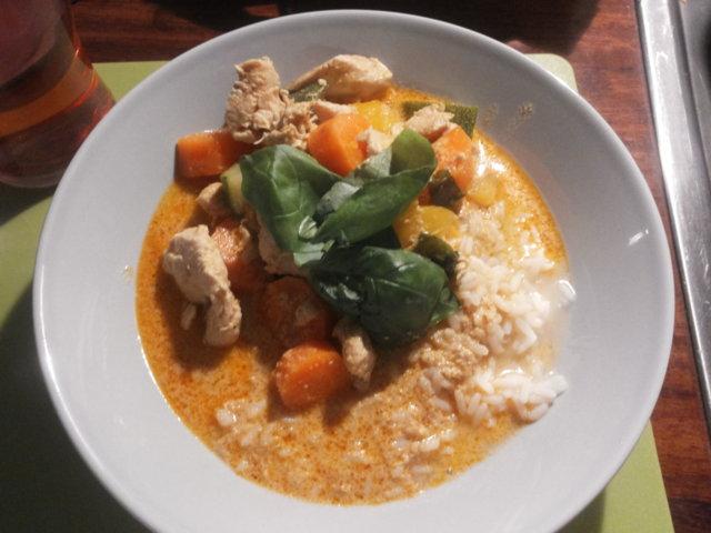 Reseptikuva: Maneeratin broileria curry-kookoskastikkeessa 1