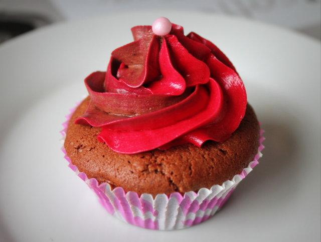 Mansikka-suklaa cupcakes