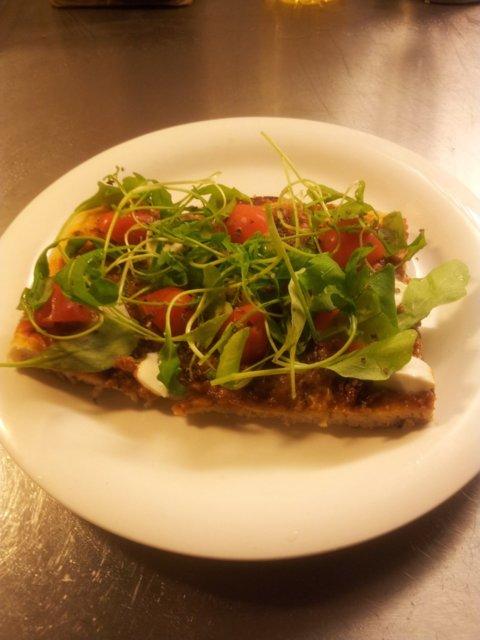 Reseptikuva: Tomaatti-Mozarella-Rucola pizza (kasvis) 1