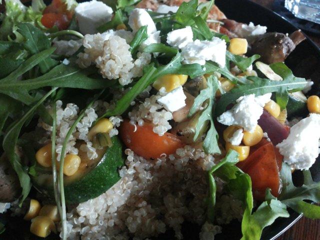 Kvinoaa & kasviksia