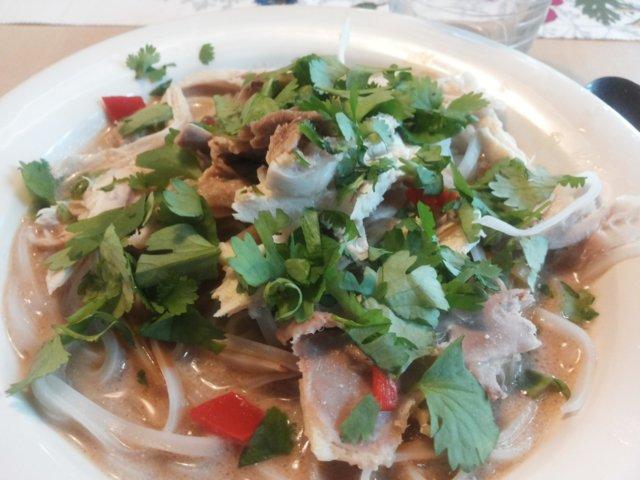Thai kana-nuudelikeitto